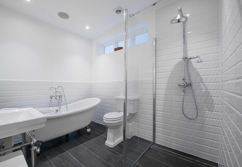 hg14-Bathroom-2